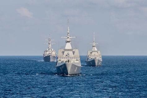 米海軍イージス駆逐艦ラッセン南シナ海を示威航行